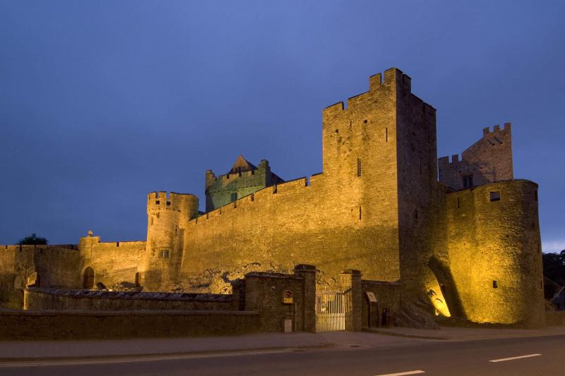 cahir_castle_floodlit_1__cahir__co_tipperary_web_size.jpg (260821cahircastle)